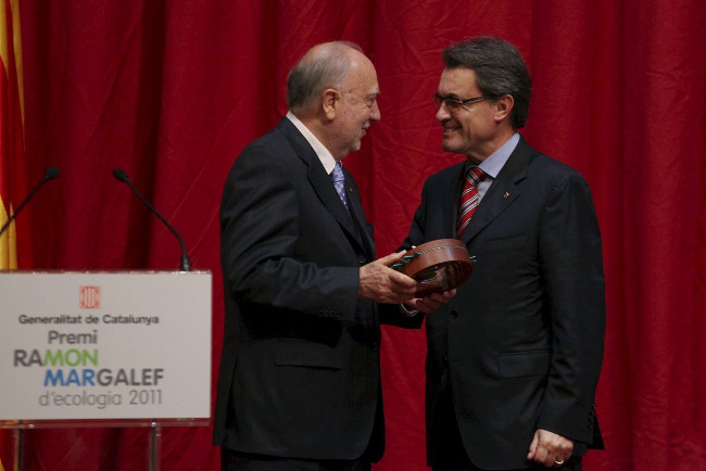 Entrega del Premi Ramon Margalef d'Ecologia 2011 a l'ecòleg xilè Juan Carlos Castilla. © Generalitat de Catalunya