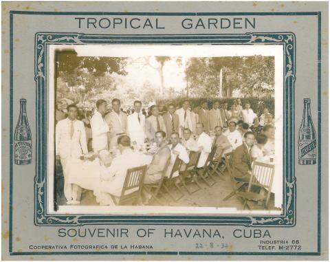 81. Los viajeros, muy elegantes, en el banquete ofrecido por las Sociedades  Españolas en Cuba.