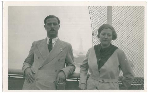 86a. G. Díaz-Plaja and C. Taboada, upon arrival in New York.