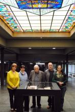 Dr. Francesc Roca i personal del CRAI Biblioteca d'Economia i Empresa
