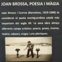 Exposició sobre Joan Brossa al CRAI Biblioteca del Campus de Mundet