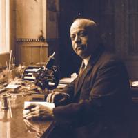 Exposició dedicada al Dr. Josep Fuset i Tubià al CRAI Biblioteca de Biologia