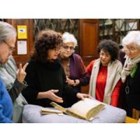Visita dels descendents de Rudolf Grewe al CRAI Biblioteca de Reserva