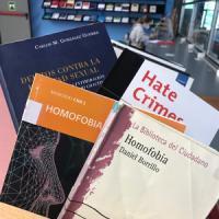 Mostra de llibres sobre l'homofòbia al CRAI Biblioteca de Dret