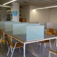 Noves taules de treball individual al CRAI Biblioteca de Farmàcia