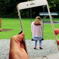 Exposició virtual sobre l'assetjament d'infants i joves al CRAI Biblioteca d'Economia i Empresa