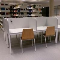 Noves taules de treball individual al CRAI Biblioteca de Biologia