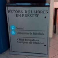 Bústies de retorn de llibres al CRAI Biblioteca del Campus de Mundet