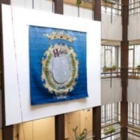 L'obra 'Heloïse perfundet omnia luce' s'instal·la a l'edifici del CRAI i de Duoda