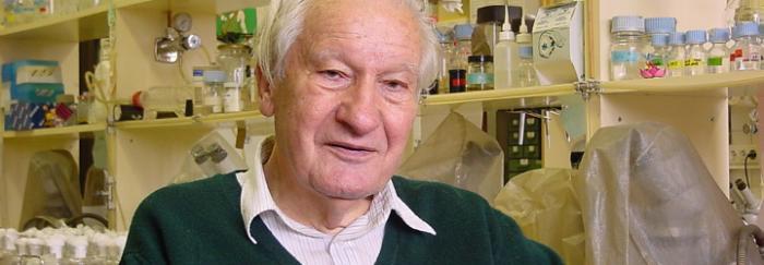 El Dr. Prevosti a la Facultat de Biologia el maig de 2003. © Francesc Mestres