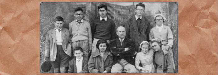 Ricardo Carvalho y sus alumnos del colegio Fingoi. [Fotografía] Lugo. Feira de Castroncán?, 1954. Proxecto Don Ricardo de Fingoi <https://bit.ly/3db6TZF>
