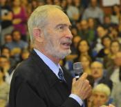 Paul R. Ehrlich a la Facultat de Biologia. © J. M. Rué, Universitat de Barcelona
